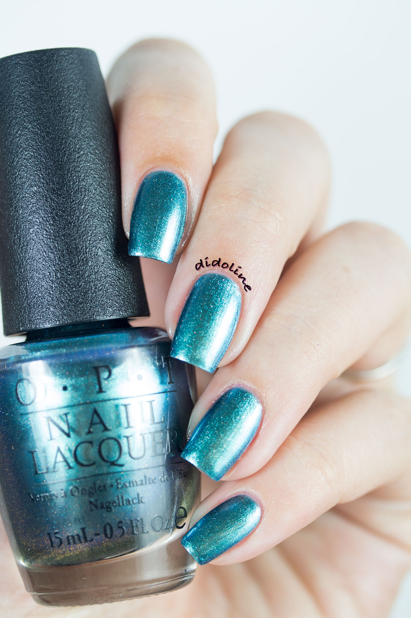 OPI – This Color\'s Making Waves ! Ready to dive in ?